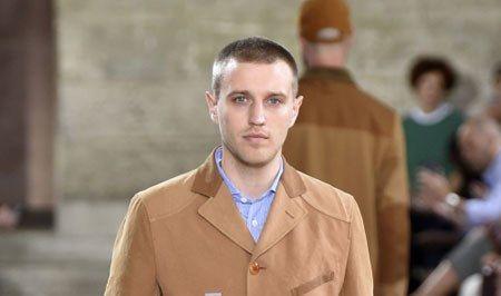 أزياء الرجال تشهد عودة الملابس الواسعة