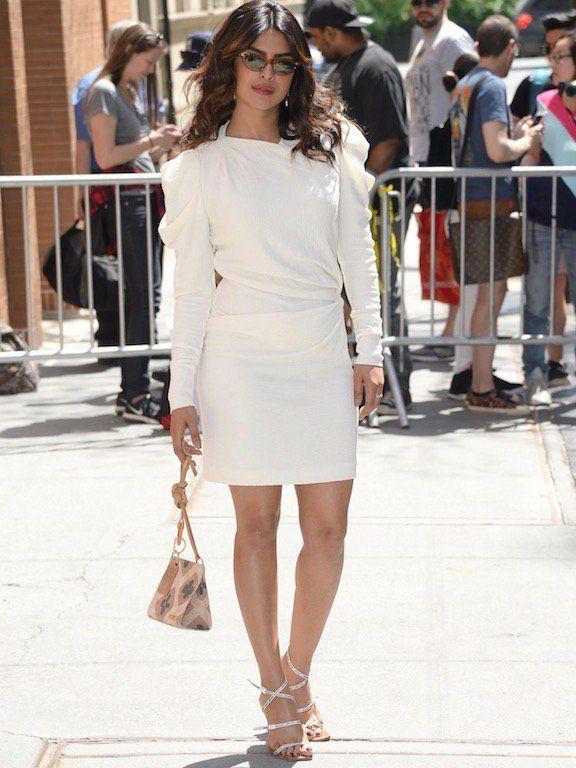 بريانكا شوبرا في فستان أبيض
