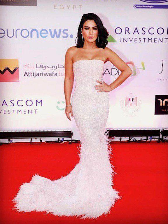 صبا مبارك في فستان من مايكل سينكو