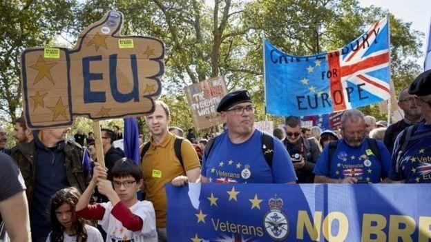شهدت لندن ومناطق عديدة من بريطانيا تظاهرات تؤيد فكرة اجراء استفتاء جديد