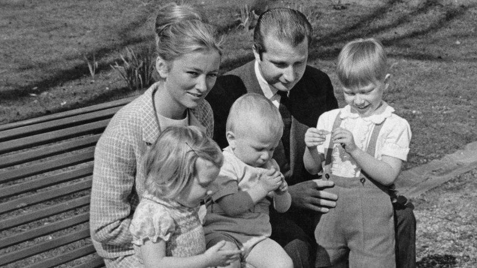 صورة من عام 1969 للملك والملكة وأولادهما أستريد ولوران وفيليب