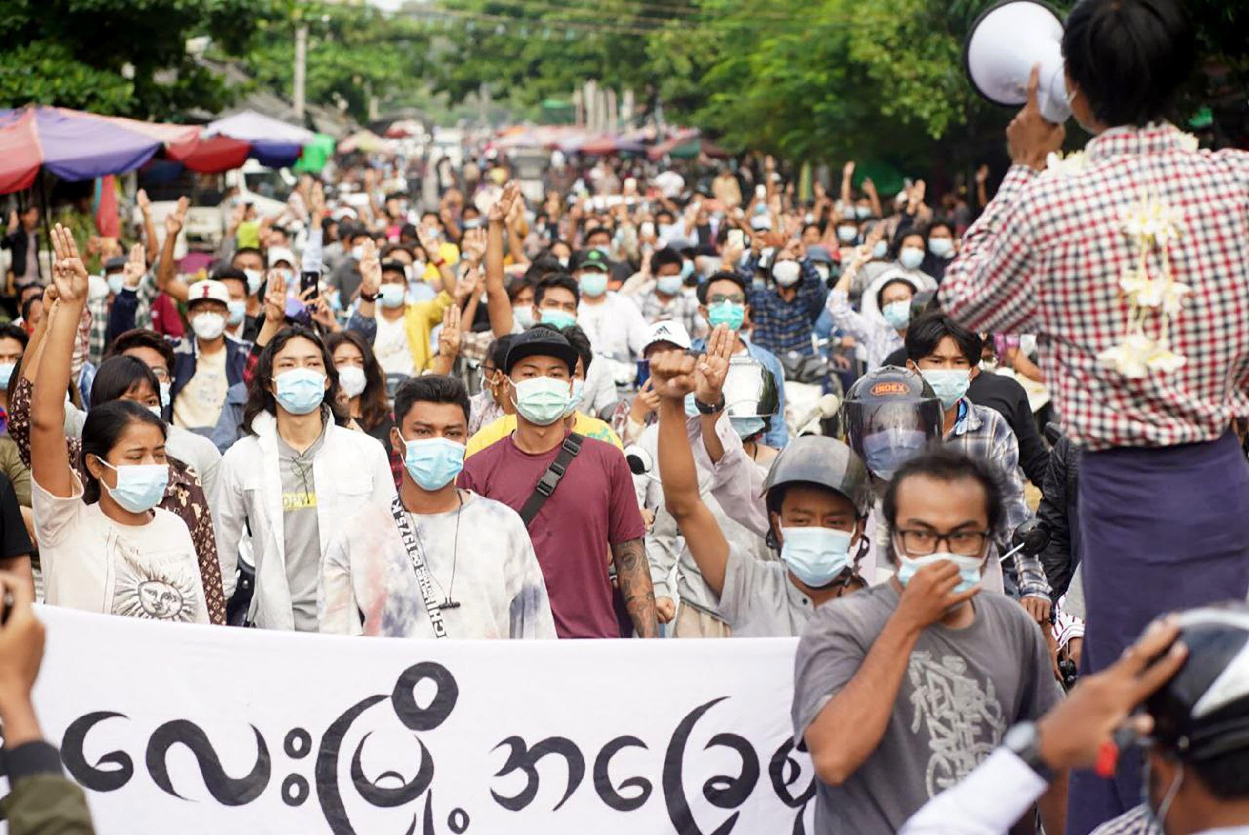 من الاحتجاجات المناهضة للانقلاب في مدينة ماندلاي اليوم
