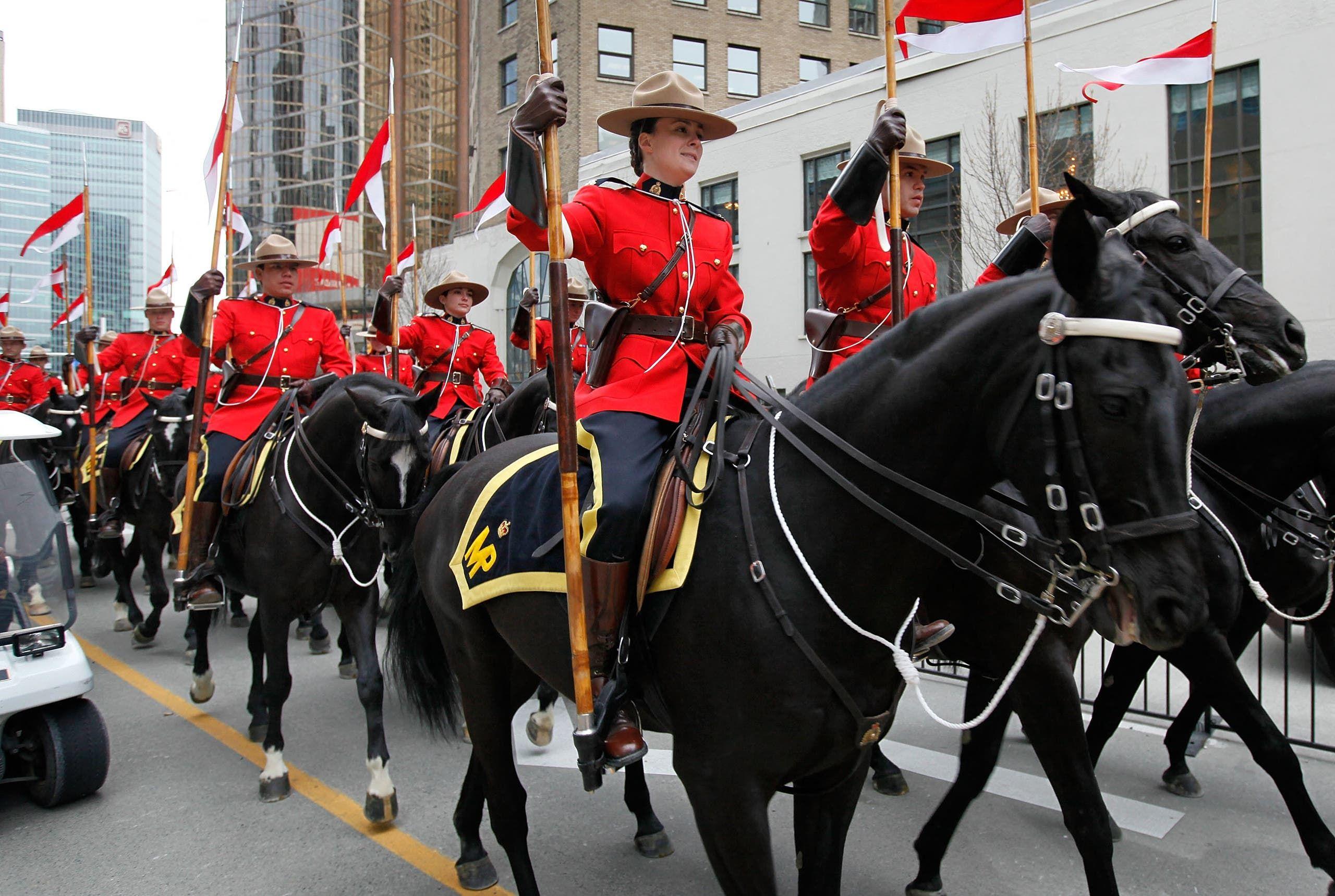 شرطة الخيالة الملكية الكندية (أرشبفية)