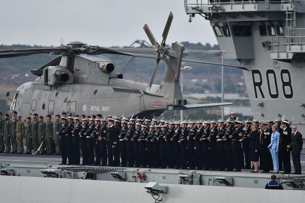 صورة أرشيفية للسفينة إليزابيث وقوات بريطانية في 2019