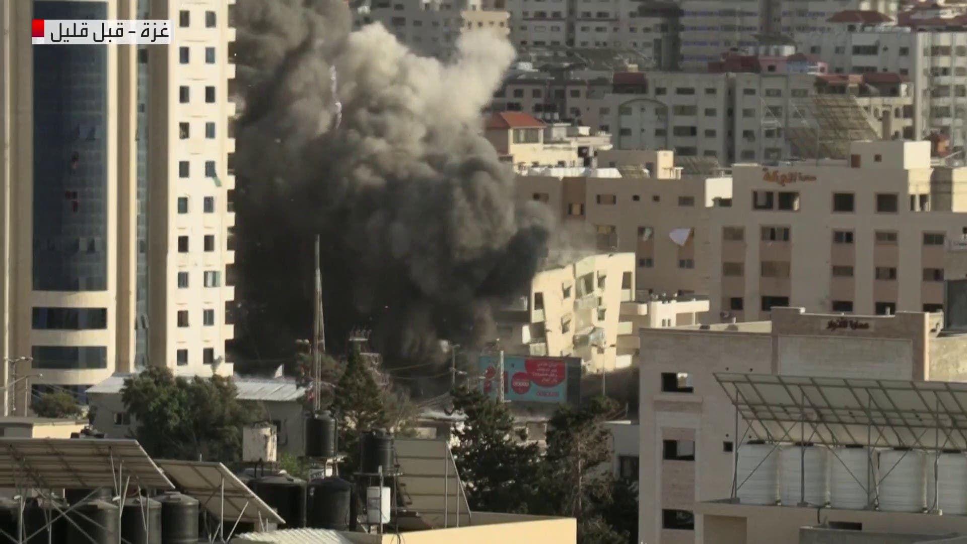 مصادر فلسطينية: الغارات الإسرائيلية استهدفت عمارة الأوقاف غرب غزة