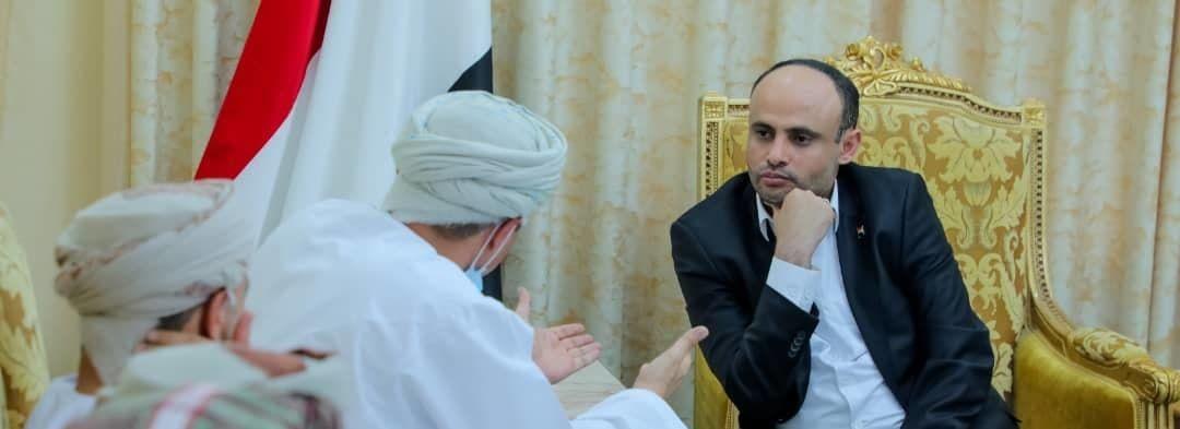 المشاط يلتقي الوفد العماني
