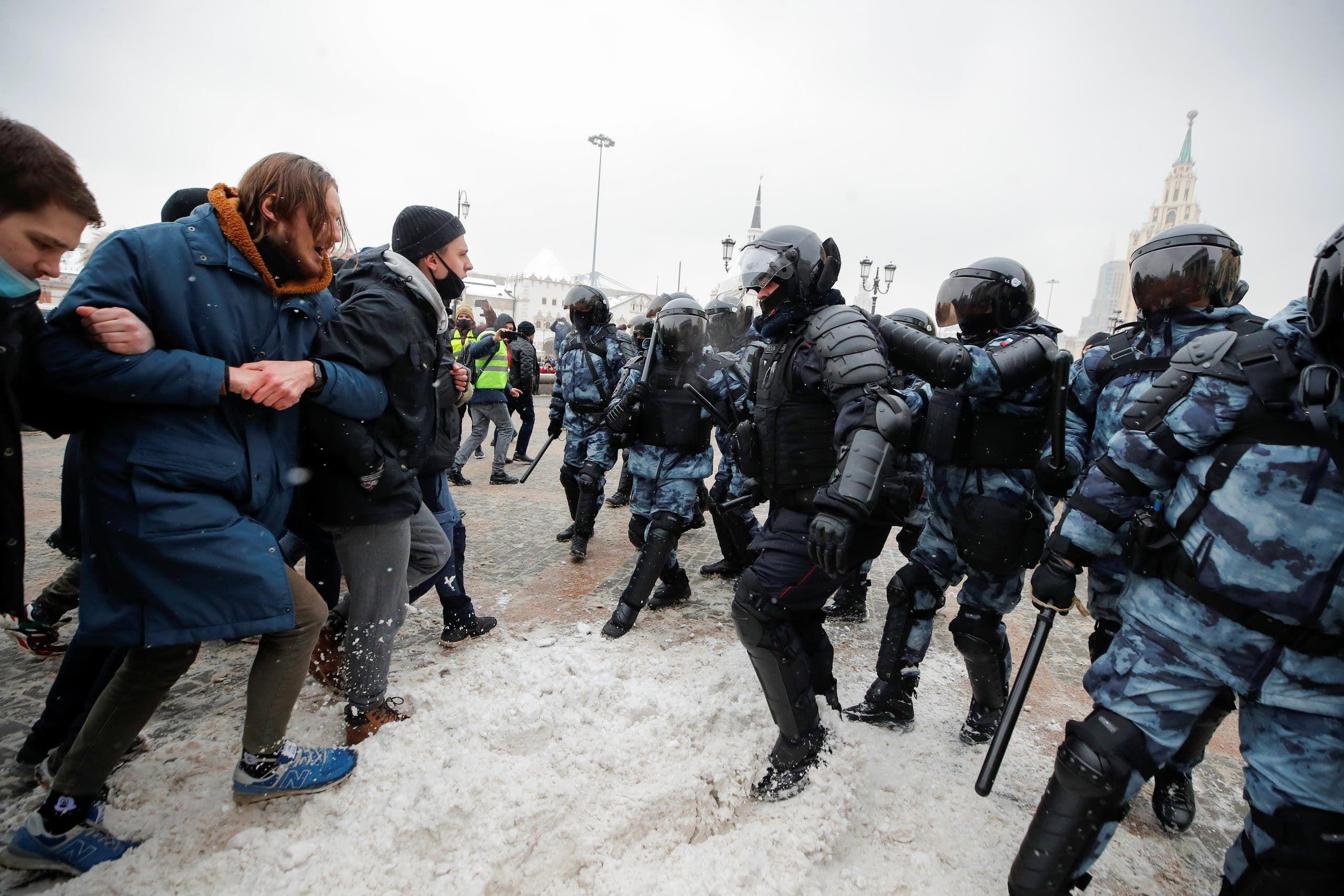 من تظاهرات أنصار نافالني (31 يناير 2021- رويترز)
