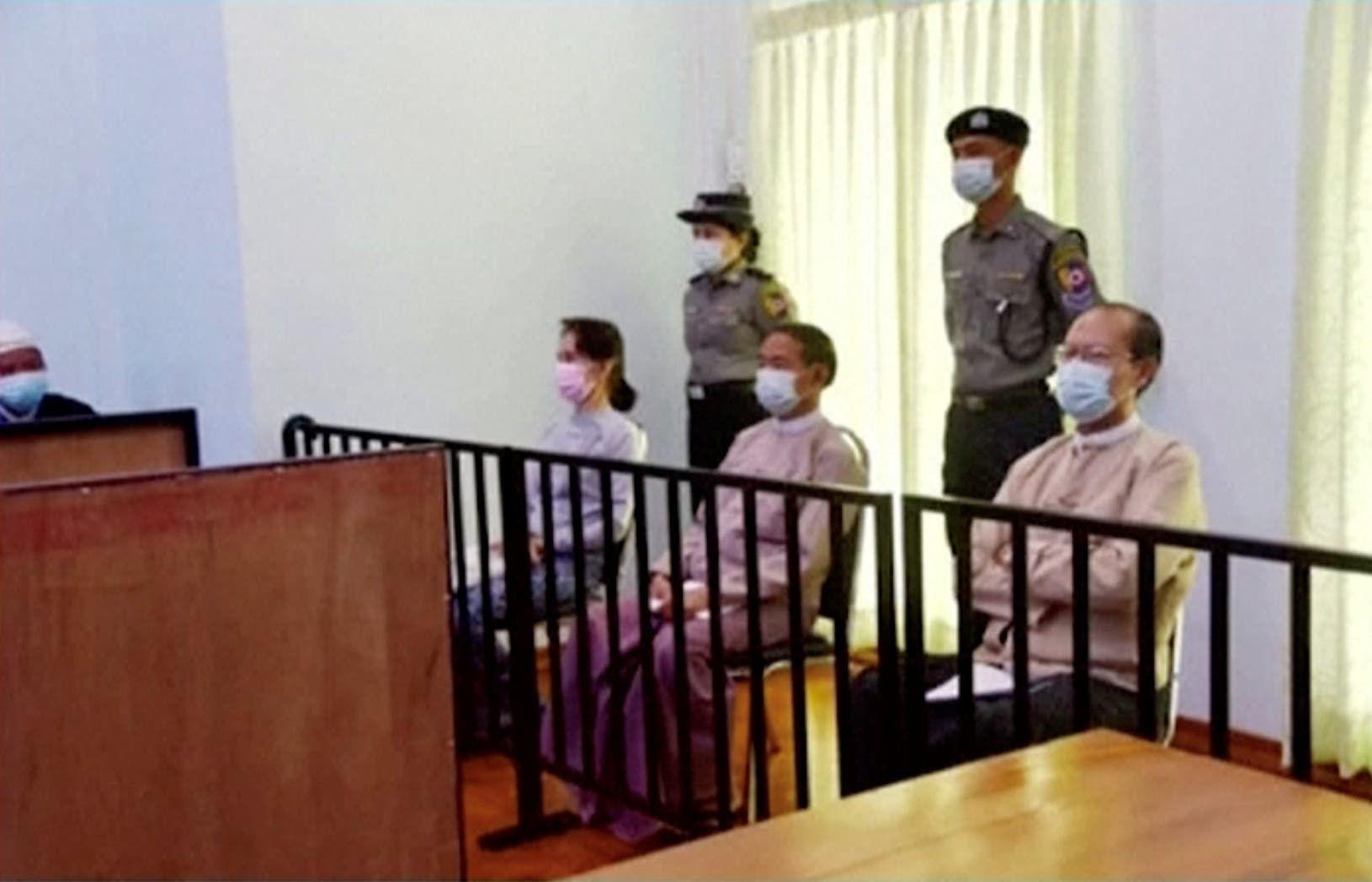 أونغ سان سو تشي خلال جلسة محاكمة سابقة في مايو الماضي