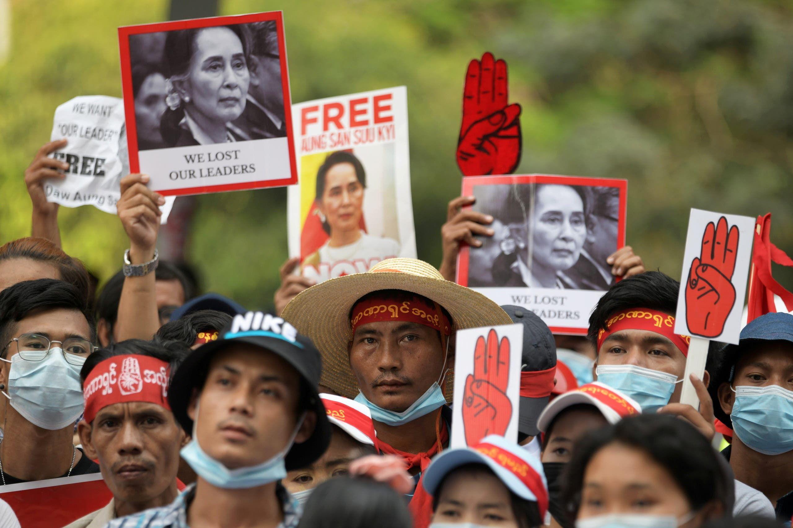 متظاهرون في يانغون يطالبون بالافراج عن أونغ سان سو تشي(أرشيفية)