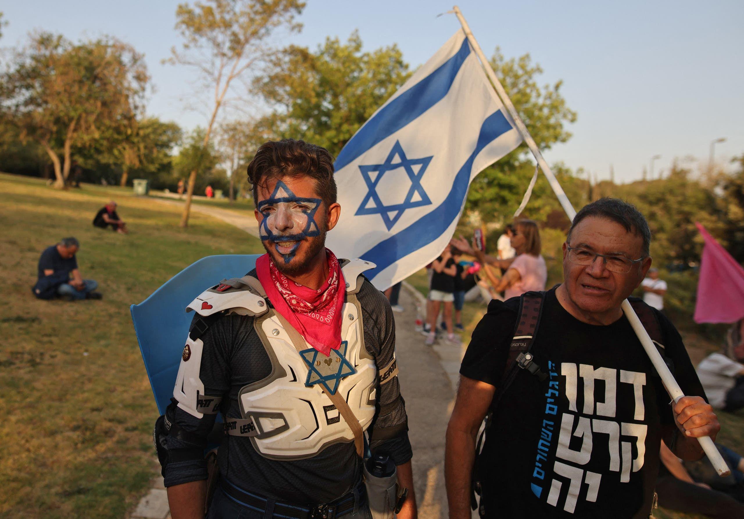 مناصرون لرئيس الوزراء الإسرائيلي الجديد بينيت (فرانس برس)