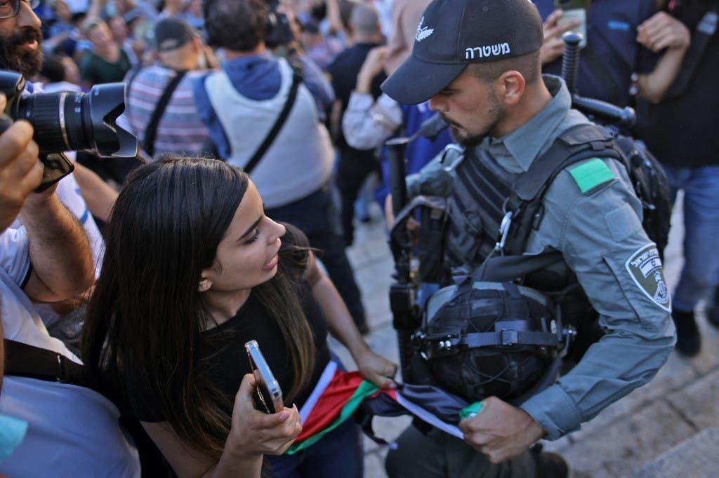 من مواجهات مسيرة الأعلام في القدس