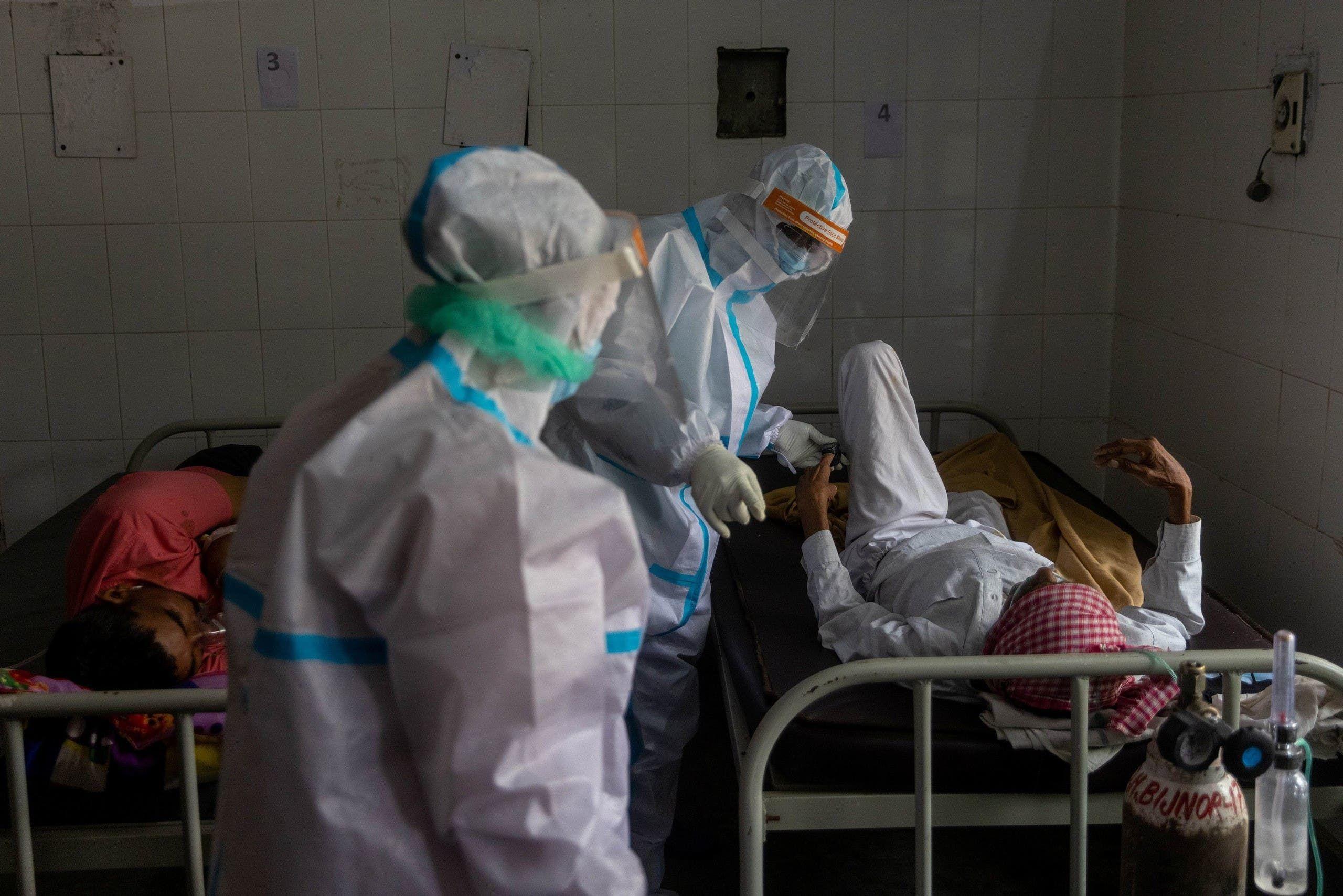 من مستشفى في الهند يوم 11 مايو (رويترز)