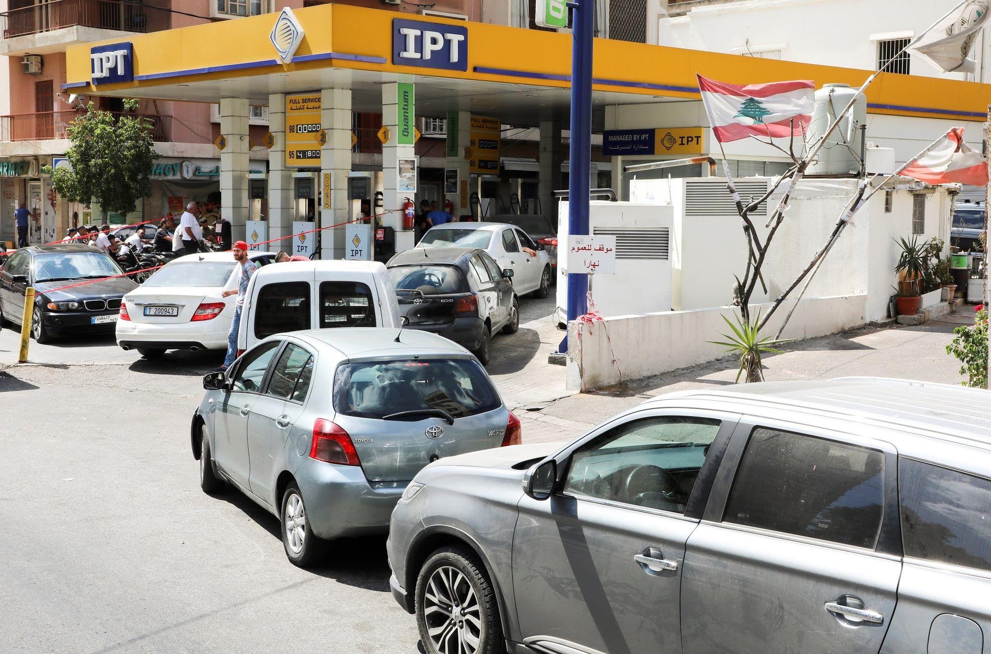 من محطة وقود في بيروت (أرشيفية من رويترز)