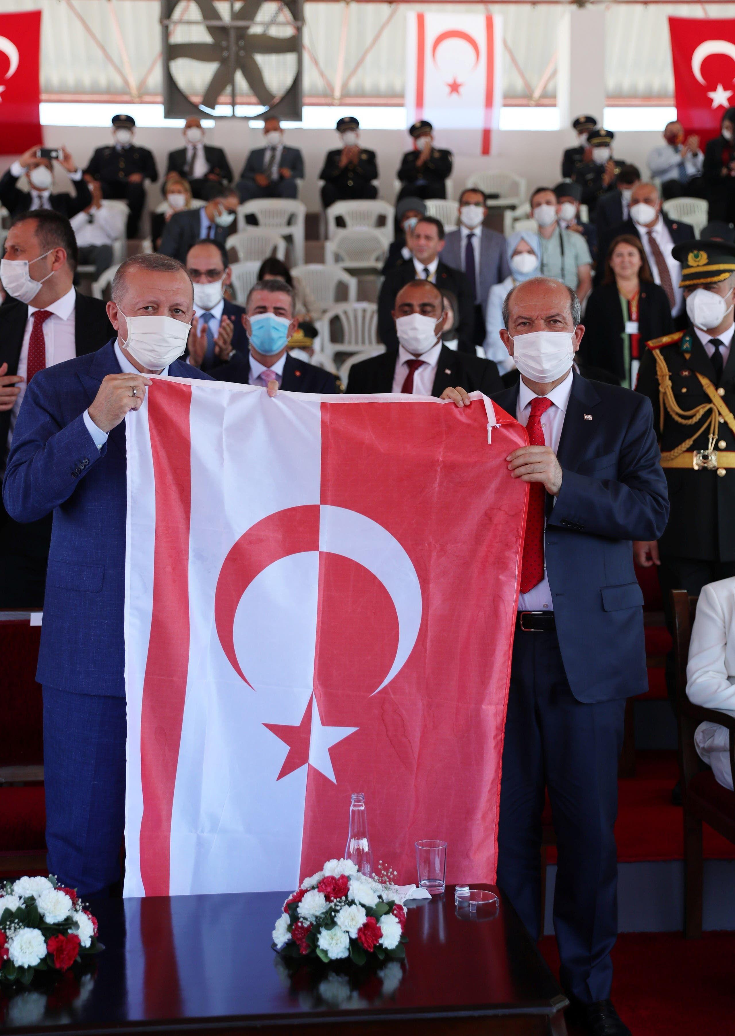 أردوغان وتتار خلال زيارة الرئيس التركي الأخيرة إلى شمال قبرص