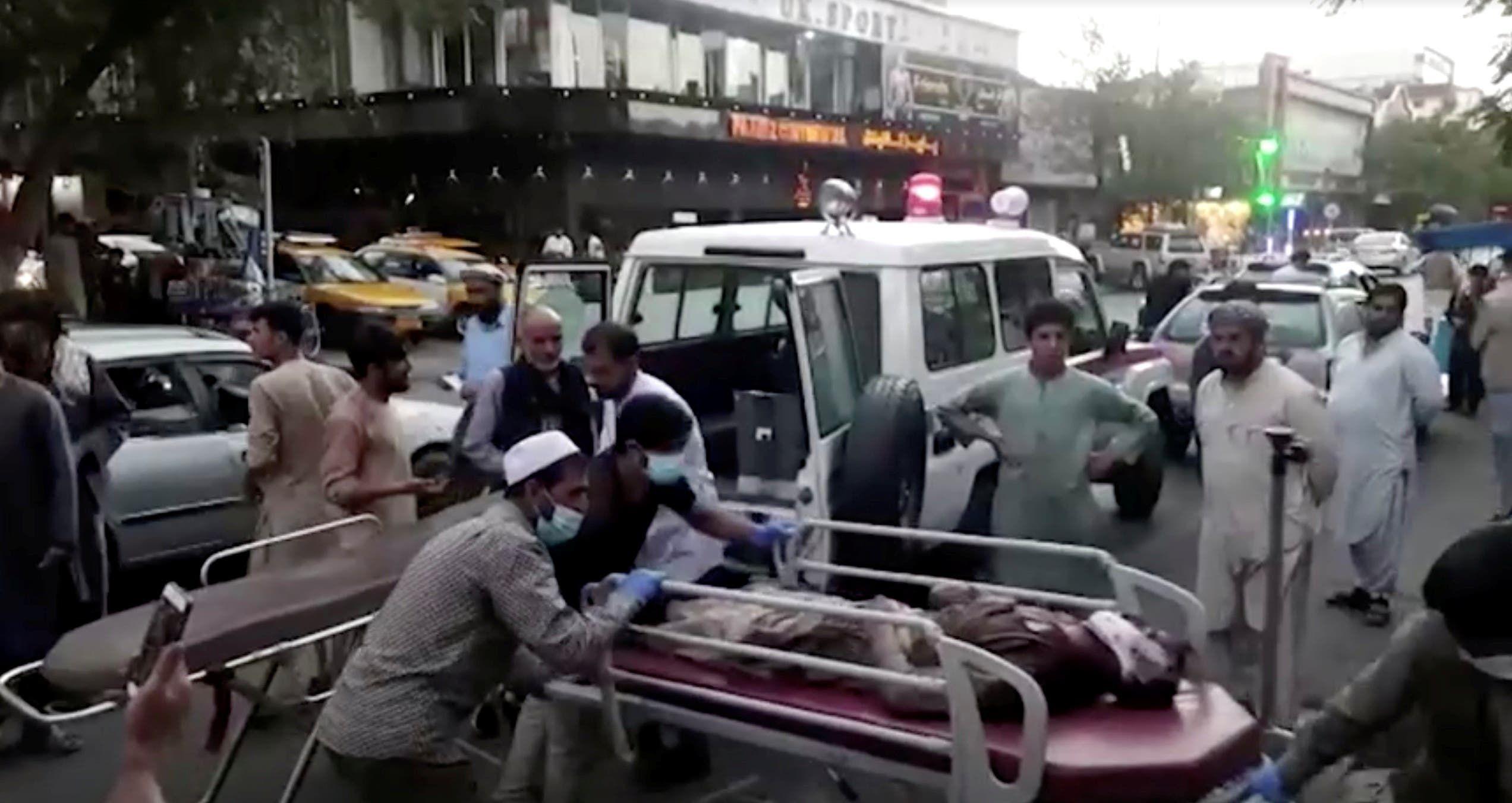 من إسعاف المصابين بتفجيري الخميس