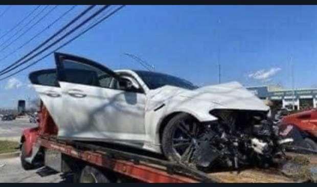 السيارة بعد تهشمها في الحادث