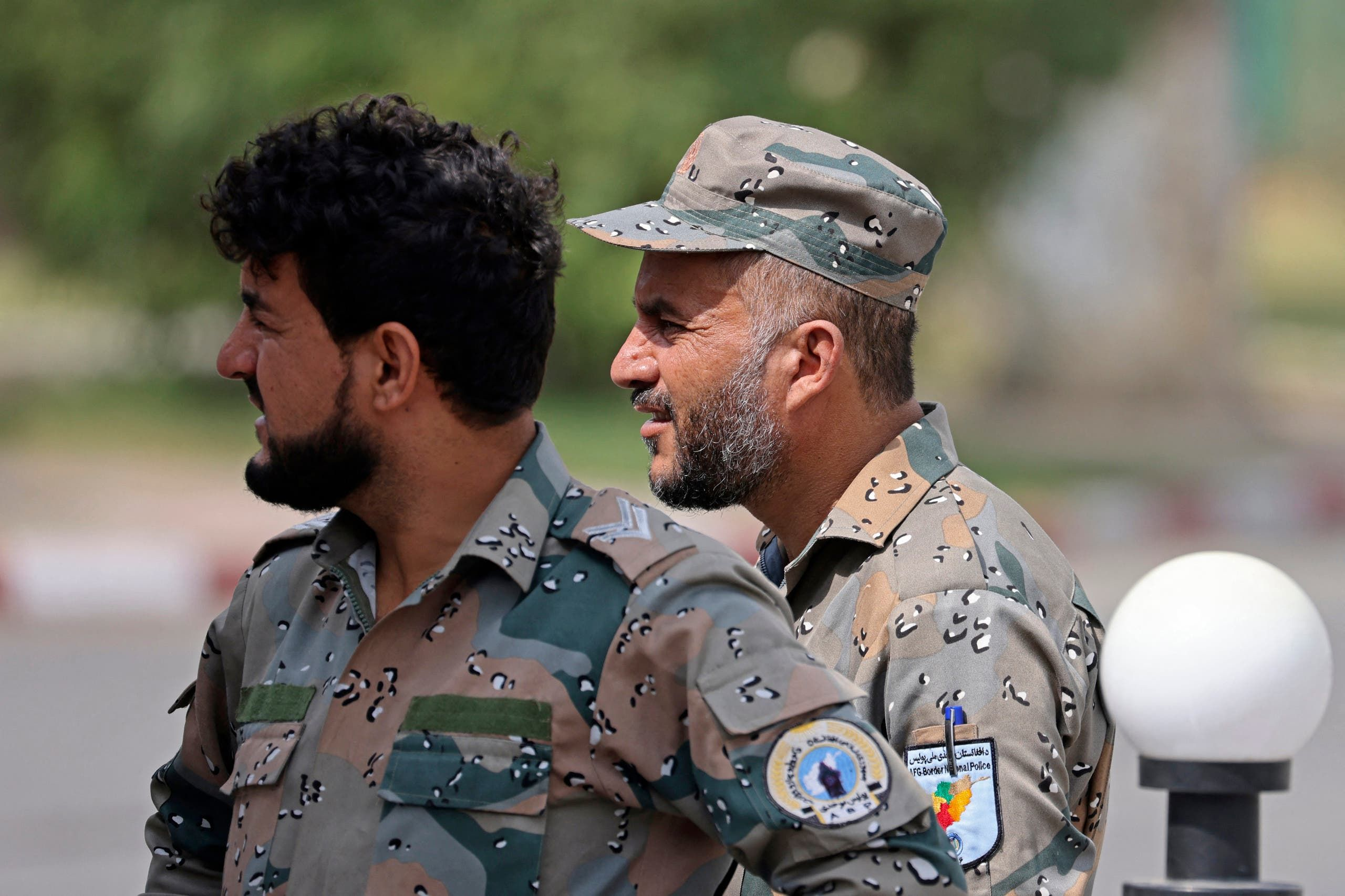 عناصر من الشرطة الأفغانية في محيط مطار كابل (فرانس برس)
