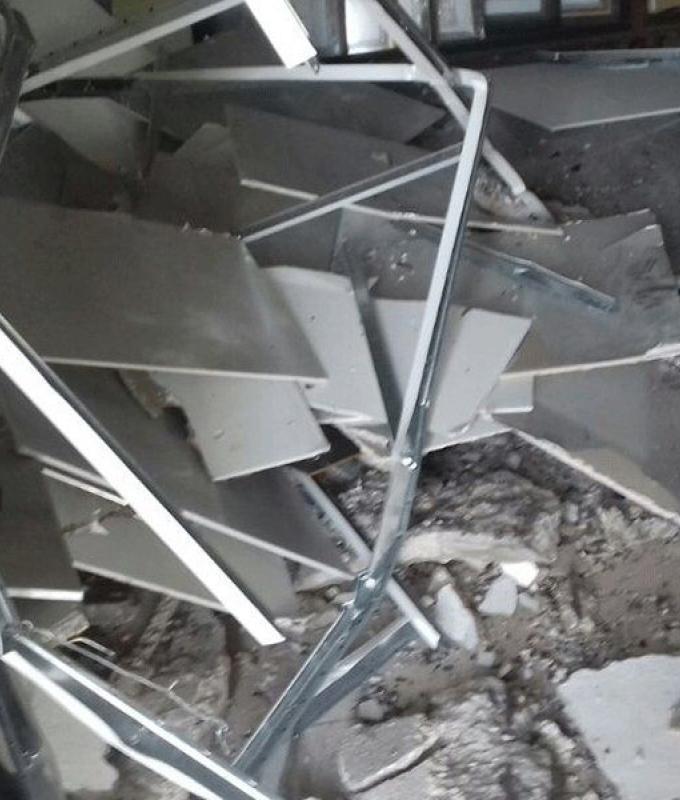 انهيار أجزاء اسمنتية من استديو في حلبا