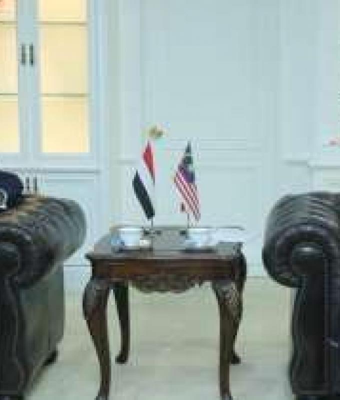 اليمن | وزير الدفاع الماليزي يلتقي بمسئول يمني .. لهذا السبب