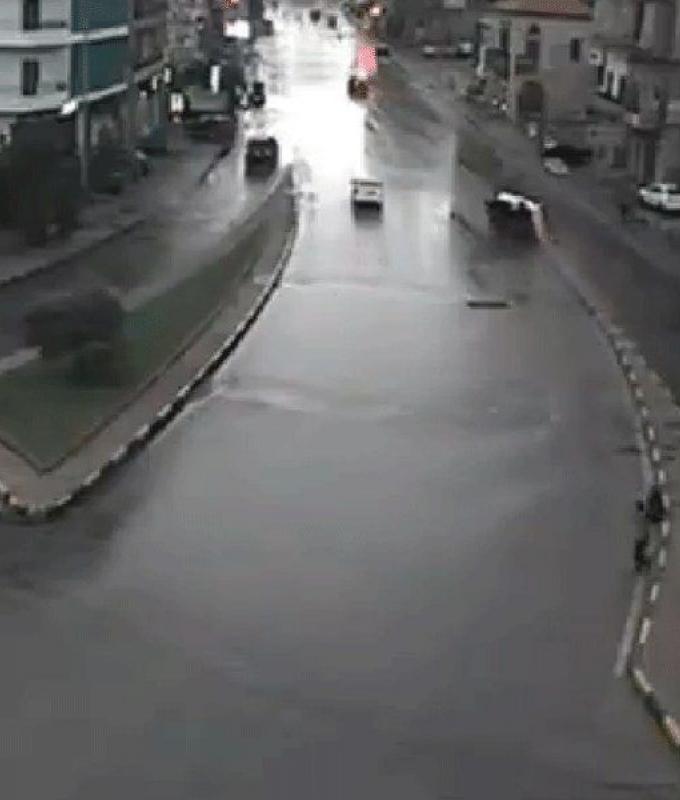 بالفيديو: إحذروا السرعة أثناء المطر!