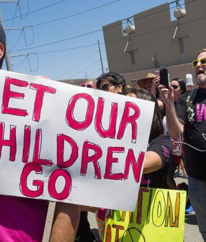 واشنطن تسمح استثنائياً ليمنية بزيارة طفلها المحتضر في كاليفورنيا