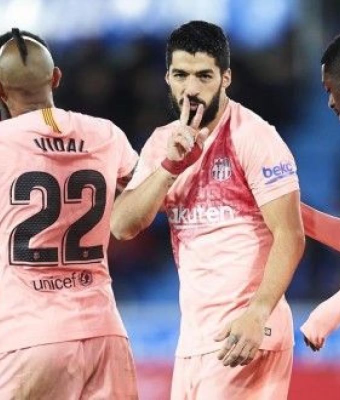 برشلونة يتخطى ألافيس