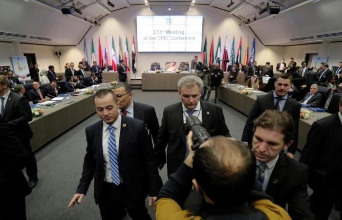 أوبك والمستقلون يقرون تمديد اتفاق خفض الإنتاج