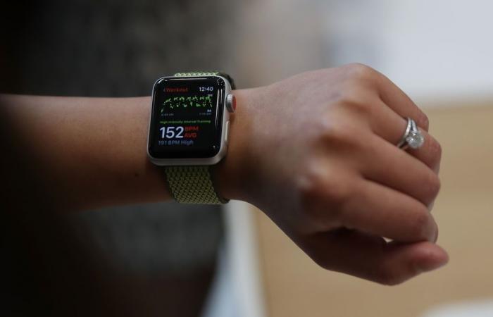 FDA توافق على أول قارئ EKG لساعة آبل الذكية