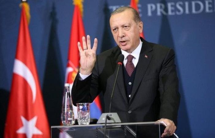 """بعد اتهام أسرته بتهريب أموال.. أردوغان يرد """"أكاذيب"""""""