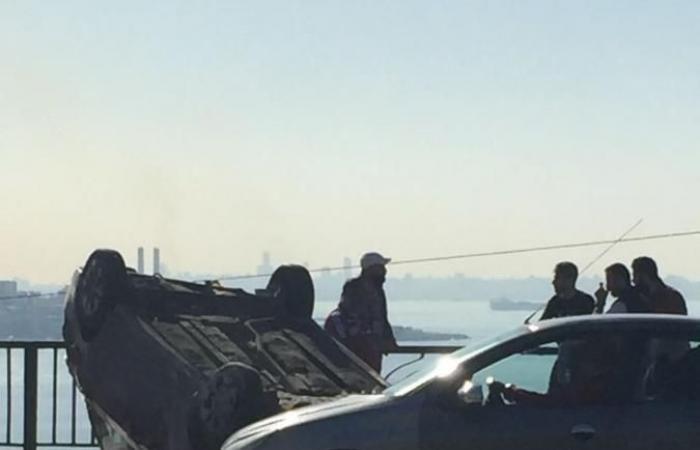 بالصور: إنقلاب سيارة على أوتستراد الكازينو