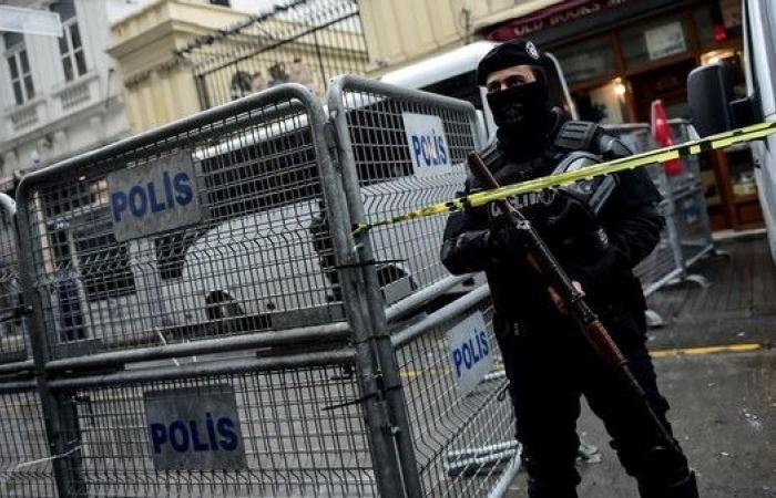 تجارة بشر في اسطنبول.. 57 مهاجراً مقيدون داخل قبو