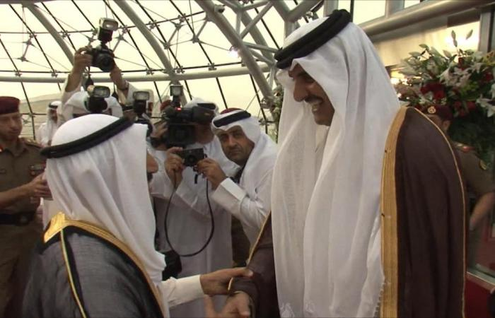 أمير قطر سيشارك في القمة الخليجية بالكويت