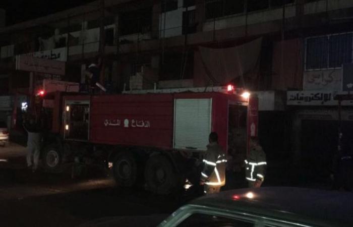 إصابة عمال سوريين في حريق داخل غرفتهم صور