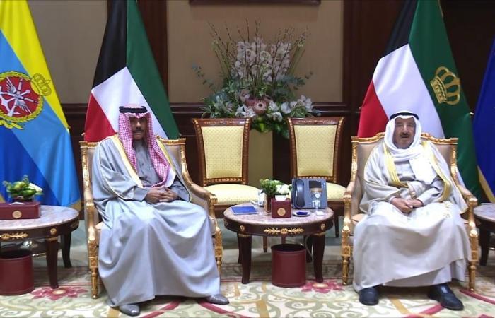 أمير الكويت يبحث مع الزياني القمة الخليجية