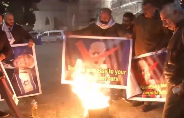حرق صور ترمب ومسيرات في يوم غضب بفلسطين