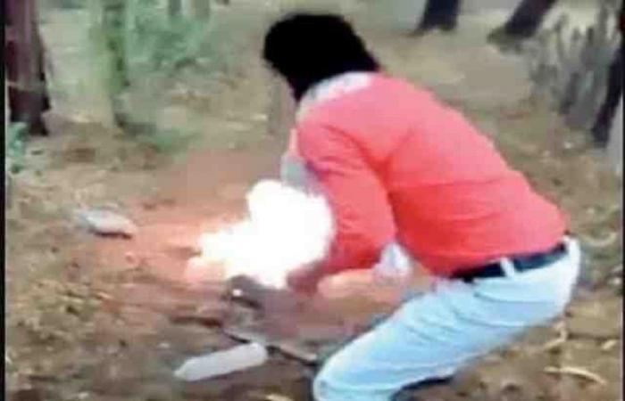 انظر إلى الهندي يقتل مسلماً ويحرقه لغسل شرف الهندوس