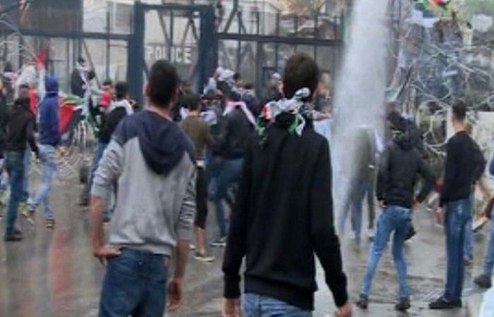 بالصور: تظاهرة عوكر تخرج عن سلميتها والقوى الأمنية تتصدى