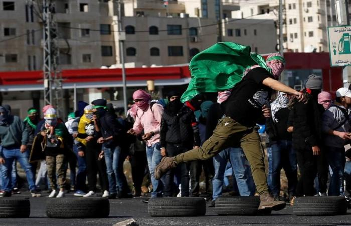 الغضب مستمر وعشرات الإصابات بالضفة وغزة