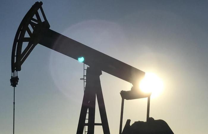 النفط عند أعلى مستوى منذ منتصف 2015