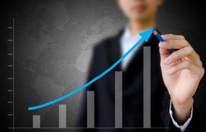 ارتفاع البيتكوين أربعة بالمائة أعلى حاجز 17,000$ وعملات رقمية أخرى تتفوق عليها في تحقيق المكاسب