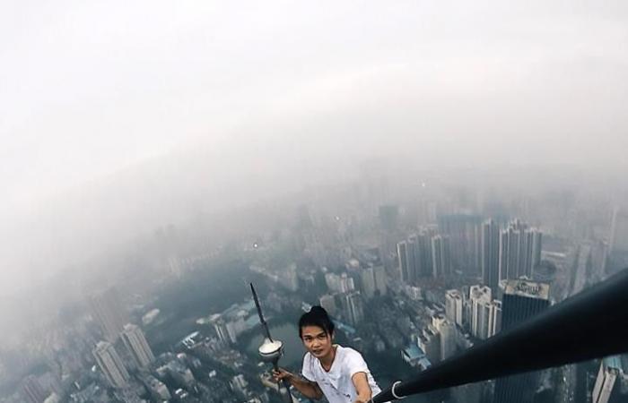 مغامَرة متهورة تنهي حياة صيني من ارتفاع 62 طابقا