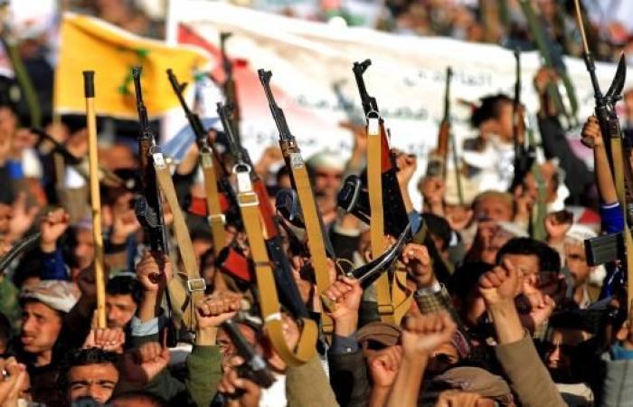 """الحوثيون يفرضون """"صحافة الكلمة الواحدة"""""""