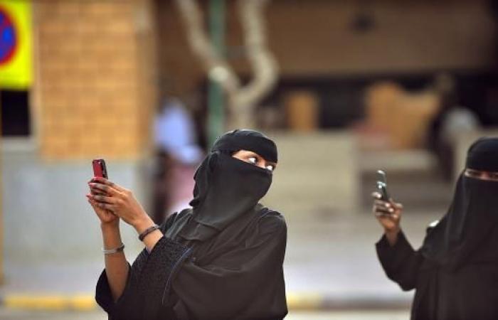 """فيديوهات الأمراء السعوديين """"العفوية"""": تغطية تقصير أم سعي لمنصب؟"""