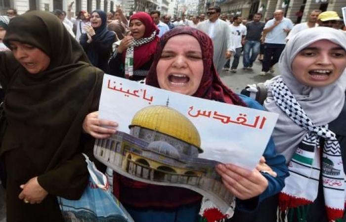الحكومة الجزائرية تمنع المسيرات وتدعو لتجمعات تضامن مع القدس