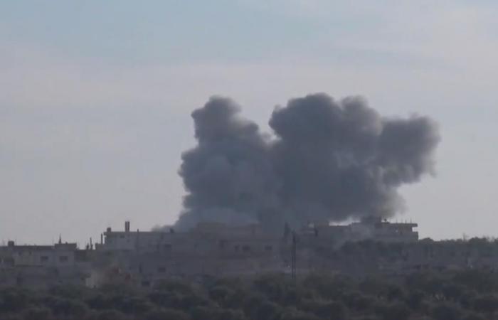 غارات روسية وسورية بريف حلب ومعارك بإدلب وحماة