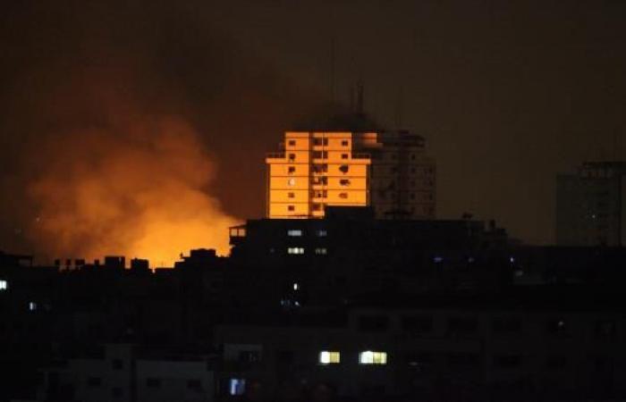"""طيران الاحتلال يشن غارات على مواقع """"القسام"""" بقطاع غزة"""