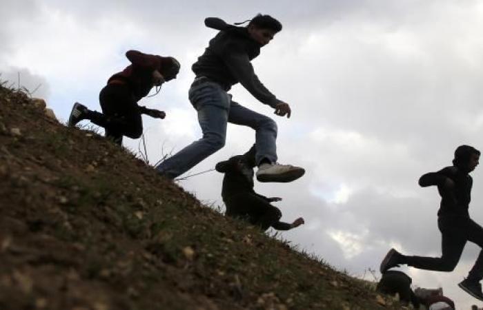 انتشار واسع لفيديو يُظهر اعتقال جنود إسرائيليين أطفالاً فلسطينيين في الخليل