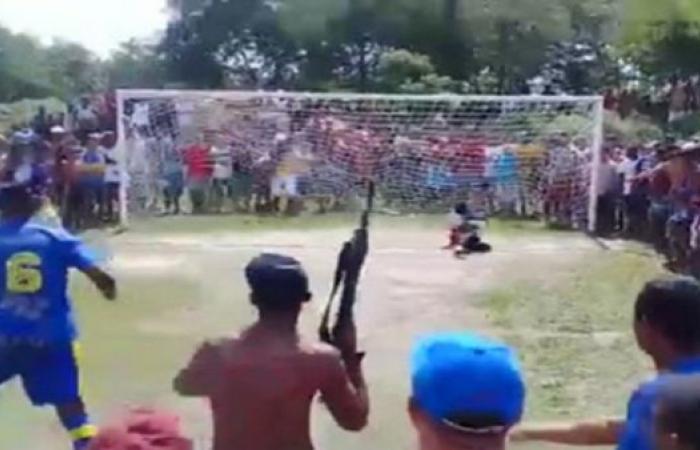 تحت تهديد السلاح...أخطر ركلة جزاء في البرازيل