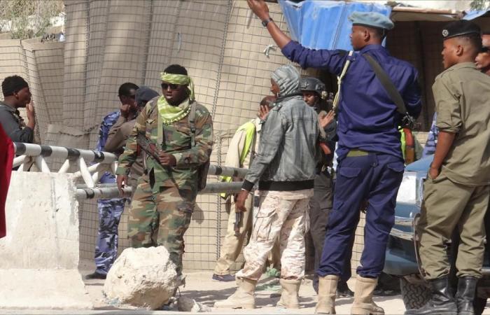 """ارتفاع ضحايا تفجير كلية الشرطة بمقديشو و""""الشباب"""" تتبناه"""