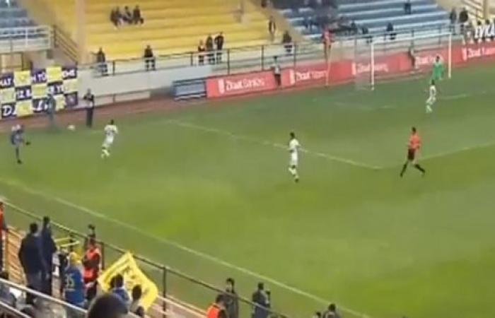 لاعبٌ تركي يصعق الجماهير بهدفٍ من زاوية مستحيلة